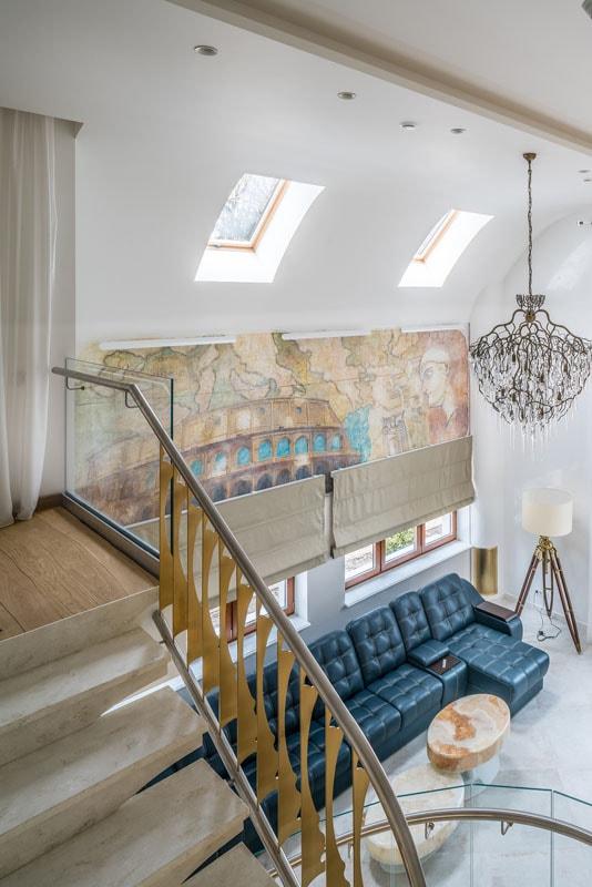 Фото интерьера дома, вид на второй свет