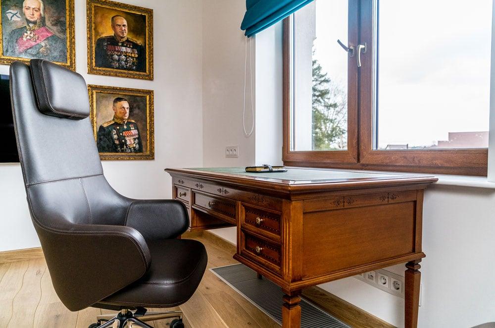 Фото интерьера кабинета, рабочая зона