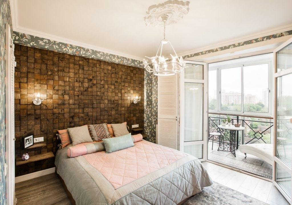 Фото интерьера спальни в квартире, включен свет