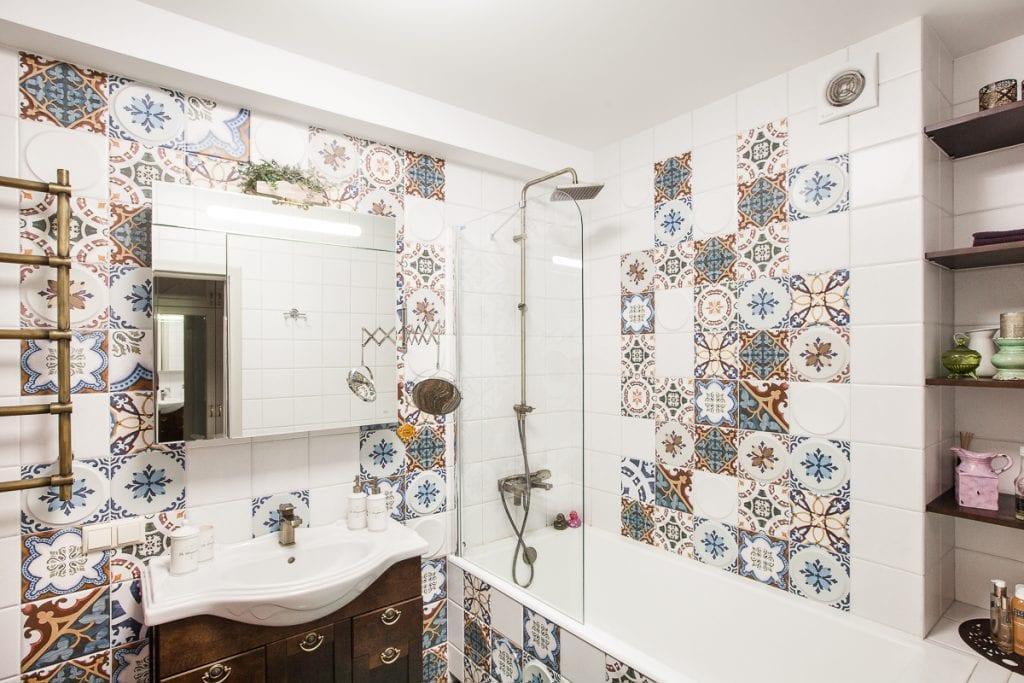 Фото интерьера ванной комнаты, раскладка плитки