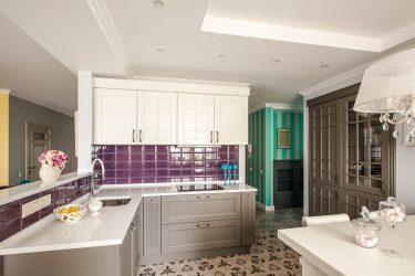 Фото интерьера кухни-столовой, вид на кухню