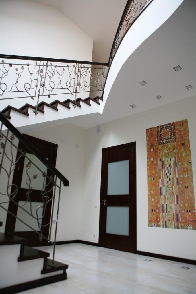 Фото лестницы в загородном доме, второй свет