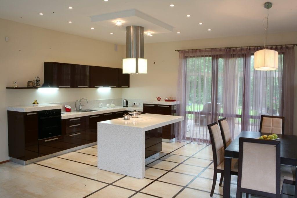 Фото кухни-столовой в загородном доме